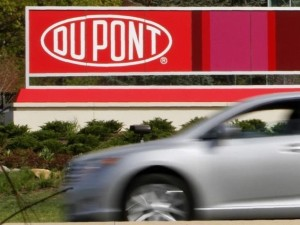 dupont-open-to-last-minute-settlement-talks-with-activist-sources-2015-4